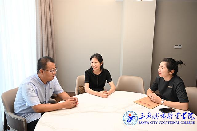 学院走访考察组与荷泰潮悦酒店人事负责人开展深入交流.jpg